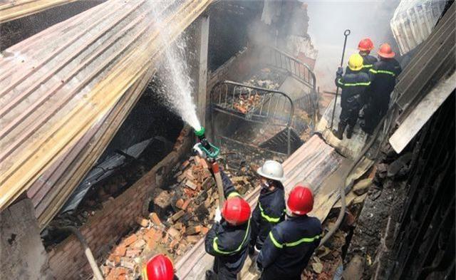 Hai vụ sập nhà, cháy nhà, một người tử vong, nhiều tài sản bị thiêu rụi - 3