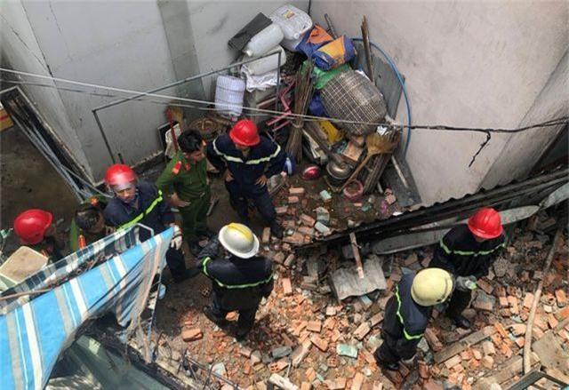 Hai vụ sập nhà, cháy nhà, một người tử vong, nhiều tài sản bị thiêu rụi - 4