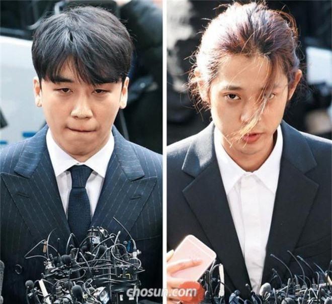 Loạt điểm giống nhau khó tin giữa Seungri và Jung Joon Young: Ngoại hình, sở thích xem phim 18+ đến vẻ mặt nhìn sao nữ - Ảnh 1.