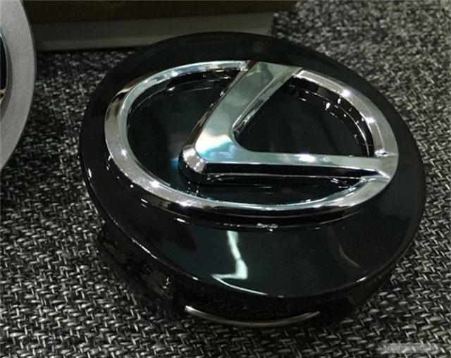 Tên trộm cạy logo xe sang Lexus 570 siêu nhanh chỉ trong 2 giây