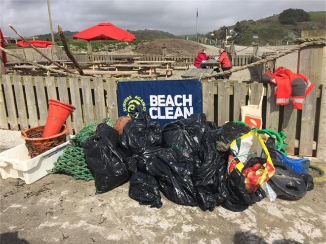Cụ bà 70 tuổi dọn sạch 52 bãi biển trong 1 năm: Không bao giờ là quá muộn để cứu lấy hành tinh này - Ảnh 3.
