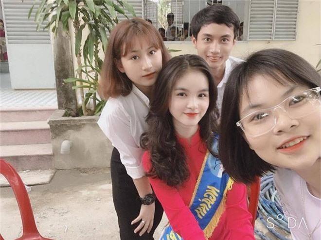 "Nu sinh Nha Trang bi nham la co giao vi ""dep xuat sac""-Hinh-4"