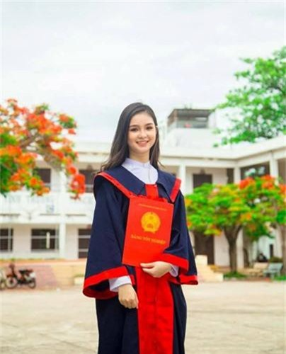 "Nu sinh Nha Trang bi nham la co giao vi ""dep xuat sac""-Hinh-5"