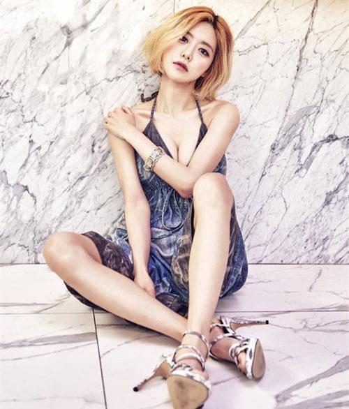 Ngoài ra, cô nàng còn được người hâm mộ mệnh danh là nữ DJ quyến rũ nhất Hàn Quốc.