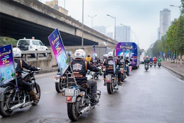 """Dàn Harley """"khủng"""" nổi bật giữa phố phường Hà Nội"""