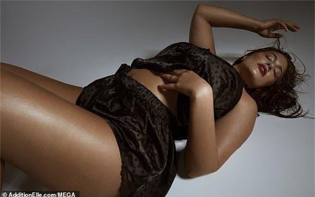 Ashley Graham quyến rũ khoe dáng với nội y - 14