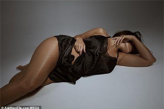 Ashley Graham quyến rũ khoe dáng với nội y - 9