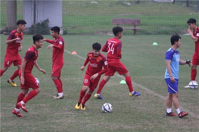 Chùm ảnh: Thầy Park cáu tiết khi xuất hiện vật thể lạ trong buổi tập của U23 Việt Nam