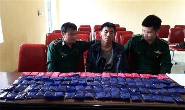 Bắt đối tượng người Lào mang 20.000 viên ma túy vào Việt Nam - 1