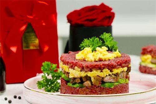 Hamburger cơm kẹp thịt đủ màu sắc vừa ngon miệng vừa đẹp mắt.