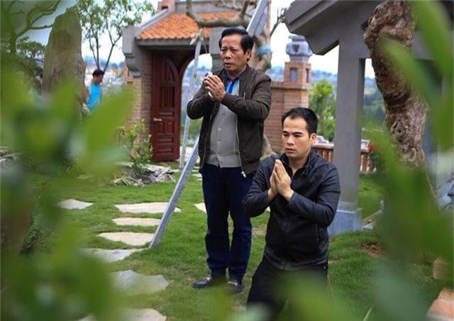 Người dân nhộn nhịp đi viếng mộ dịp Tết Thanh Minh - 1
