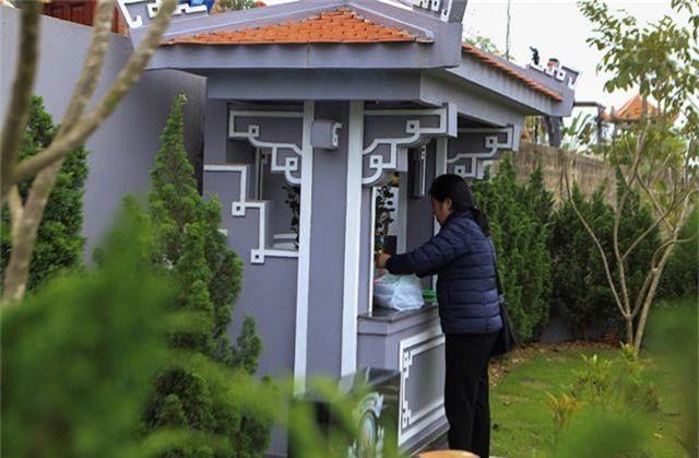 Người dân nhộn nhịp đi viếng mộ dịp Tết Thanh Minh - 8