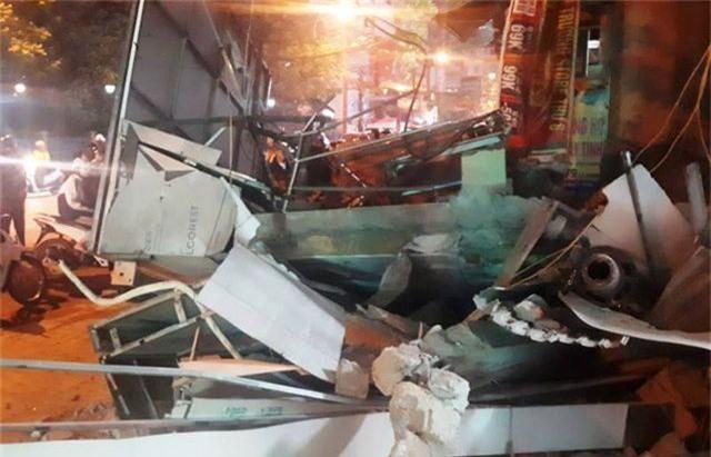 Ngôi nhà 2 tầng giữa khu phố sầm uất bất ngờ đổ sập - 5