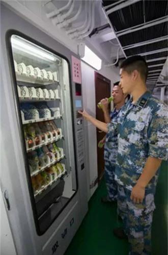 Linh Trung Quoc song ra sao tren khu truc ham Type 052D?-Hinh-6