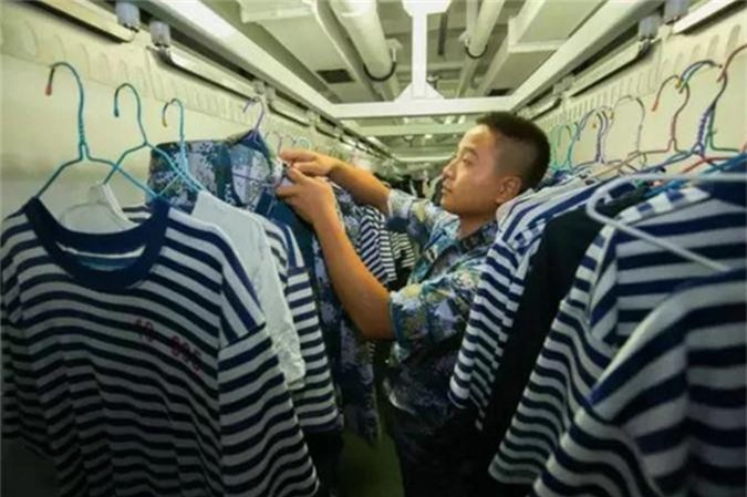 Linh Trung Quoc song ra sao tren khu truc ham Type 052D?-Hinh-8