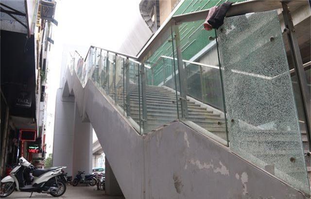Nhiều chi tiết nhà ga tàu điện Cát Linh - Hà Đông đã hư hỏng - 2