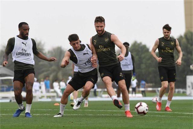 Ozil tập luyện chăm chỉ cùng Arsenal chuẩn bị giao hữu ở Dubai - 10