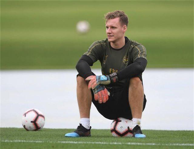 Ozil tập luyện chăm chỉ cùng Arsenal chuẩn bị giao hữu ở Dubai - 14
