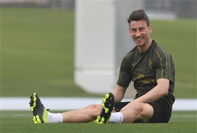 Ozil tập luyện chăm chỉ cùng Arsenal chuẩn bị giao hữu ở Dubai - 6