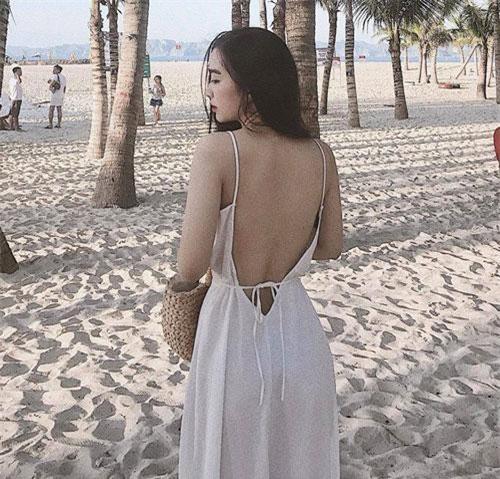 Mai Hà Trang còn không ngại xuất hiện trong cùng khung hình với bạn trai khi cả hai đi chơi chung cùng nhóm bạn.