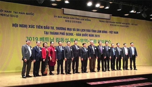 Các đại biểu chụp ảnh lưu niệm tại hội nghị (Ảnh: TTC)
