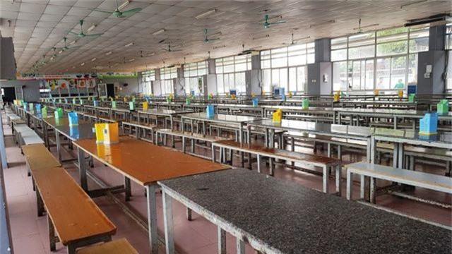 Hơn 1.200 công nhân bỏ ăn tập thể vì nghi nhà bếp dùng thực phẩm bẩn - 2
