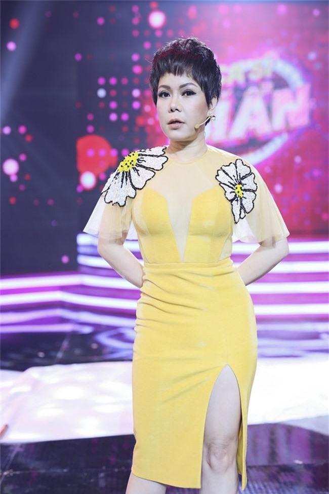 Việt Hương để tóc tém cực chất, hội ngộ cùng MC Nguyễn Cao Kỳ Duyên - Ảnh 1.