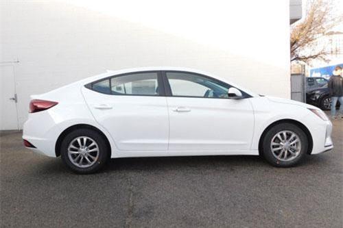 =7. Hyundai Elantra Eco (mức tiêu hao nhiên liệu: 8,1 lít/100 km).