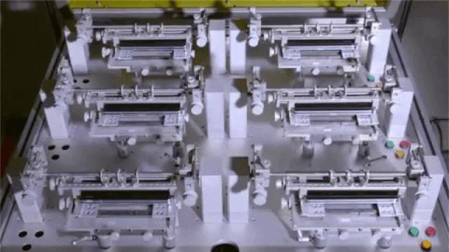 """Hé lộ công đoạn thử nghiệm """"đóng mở"""" Galaxy Fold bên trong nhà máy sản xuất - Ảnh 2."""