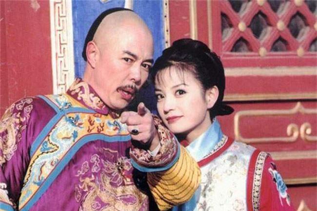 Hoàng a mã Trương Thiết Lâm: Đào hoa từ trong phim ra ngoài đời và những scandal ồn ào khiến công chúng ngán ngẩm - Ảnh 1.