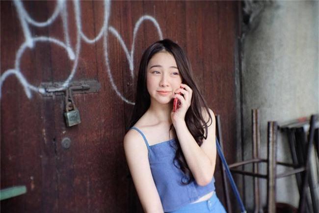 Nữ sinh xinh như hotgirl gây bão MXH nhưng để ý bảng tên mới phát hiện sự thật phũ phàng về cô gái này - Ảnh 2.