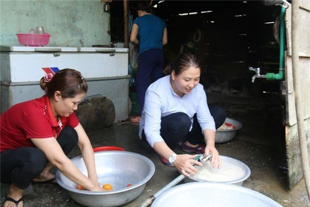 Cô giáo vùng cao xin cơm, xây nhà bán trú cho học trò nghèo - 1