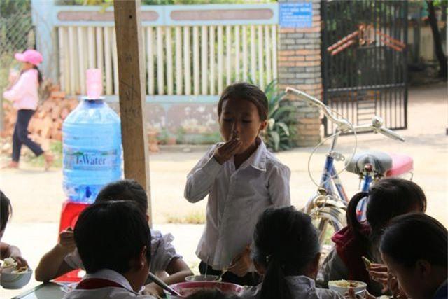 Cô giáo vùng cao xin cơm, xây nhà bán trú cho học trò nghèo - 4