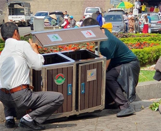 21 thùng rác sẽ được lắp đặt tại các tuyến phố chính, đông đảo khách du kịch (Ảnh: VH)
