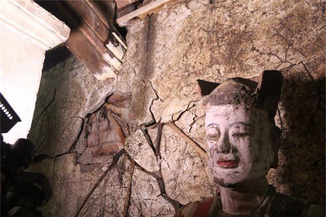 Cám cảnh ngôi chùa 300 tuổi dột nát, tượng nứt vỡ ở Hà Nội - 7
