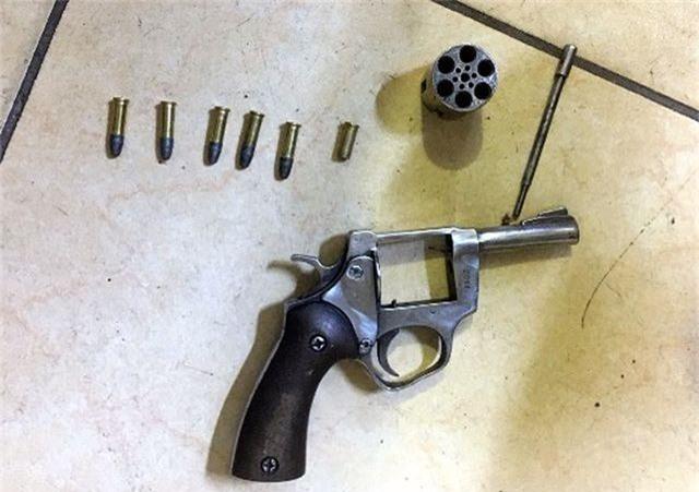 Hà Nội: Khởi tố, tạm giam nghi phạm nổ súng cướp tài sản ở chợ Long Biên - 2