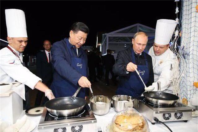Phong cách ngoại giao đời thường của ông Putin - 1