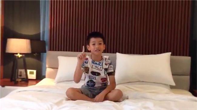Cường Đô la tự hào khoe clip con trai Subeo mới 9 tuổi đã bắn tiếng Anh như gió - Ảnh 2.