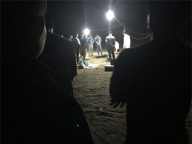 Hai thi thể phụ nữ trôi dạt vào bờ biển - 1