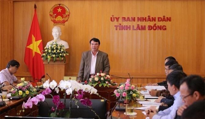 Ông Phạm S, Phó Chủ tịch UBND tỉnh Lâm Đồng chỉ đạo cuộc họp về vấn đề liên kết sản xuất và tiêu thụ nông sản (Ảnh: VH)
