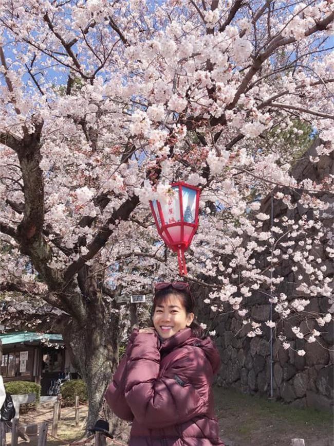 Mai Phương tươi tắn cùng con gái đi du lịch Nhật Bản sau gần 1 năm điều trị ung thư phổi - Ảnh 2.