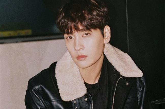 Rút khỏi phim mới, bạn trai Park Shin Hye bị dân mạng đồn đoán có dính dáng tới scandal clip sex của Jung Joon Young - Ảnh 1.