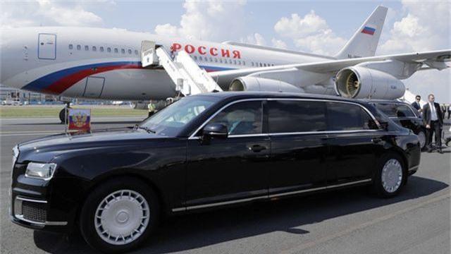 Siêu xe chở Tổng thống Putin xuất hiện ấn tượng tại nhà máy Mercedes - 1