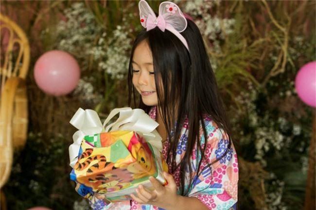 Con gái Đoan Trang xinh như thiên thần trong tiệc sinh nhật lộng lẫy mừng 5 tuổi - Ảnh 1.