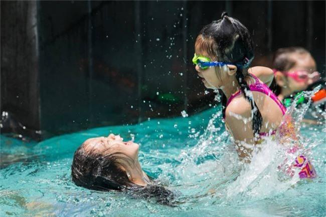 Con gái Đoan Trang xinh như thiên thần trong tiệc sinh nhật lộng lẫy mừng 5 tuổi - Ảnh 11.