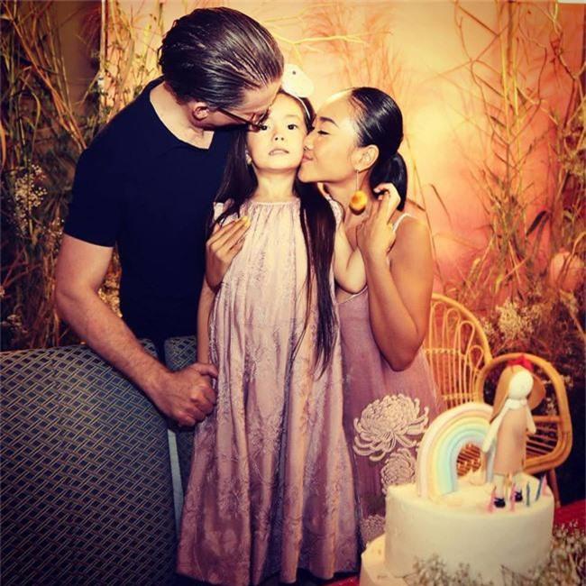 Con gái Đoan Trang xinh như thiên thần trong tiệc sinh nhật lộng lẫy mừng 5 tuổi - Ảnh 12.
