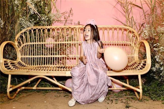 Con gái Đoan Trang xinh như thiên thần trong tiệc sinh nhật lộng lẫy mừng 5 tuổi - Ảnh 17.