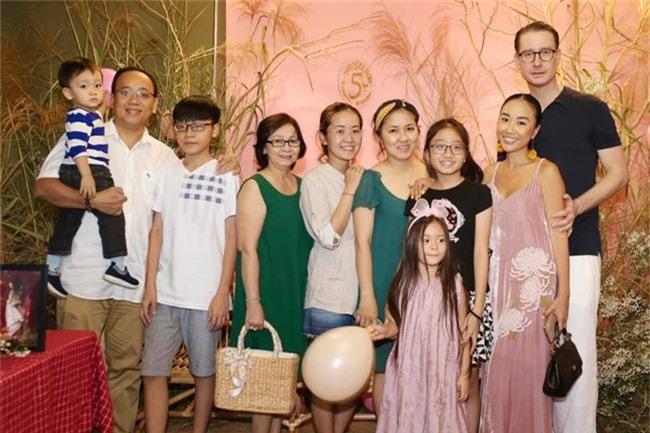 Con gái Đoan Trang xinh như thiên thần trong tiệc sinh nhật lộng lẫy mừng 5 tuổi - Ảnh 21.