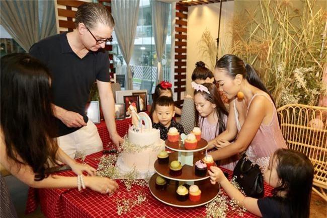 Con gái Đoan Trang xinh như thiên thần trong tiệc sinh nhật lộng lẫy mừng 5 tuổi - Ảnh 22.
