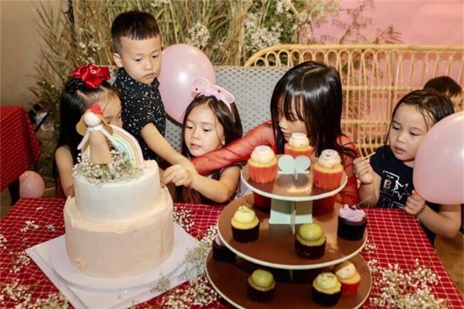Con gái Đoan Trang xinh như thiên thần trong tiệc sinh nhật lộng lẫy mừng 5 tuổi - Ảnh 23.